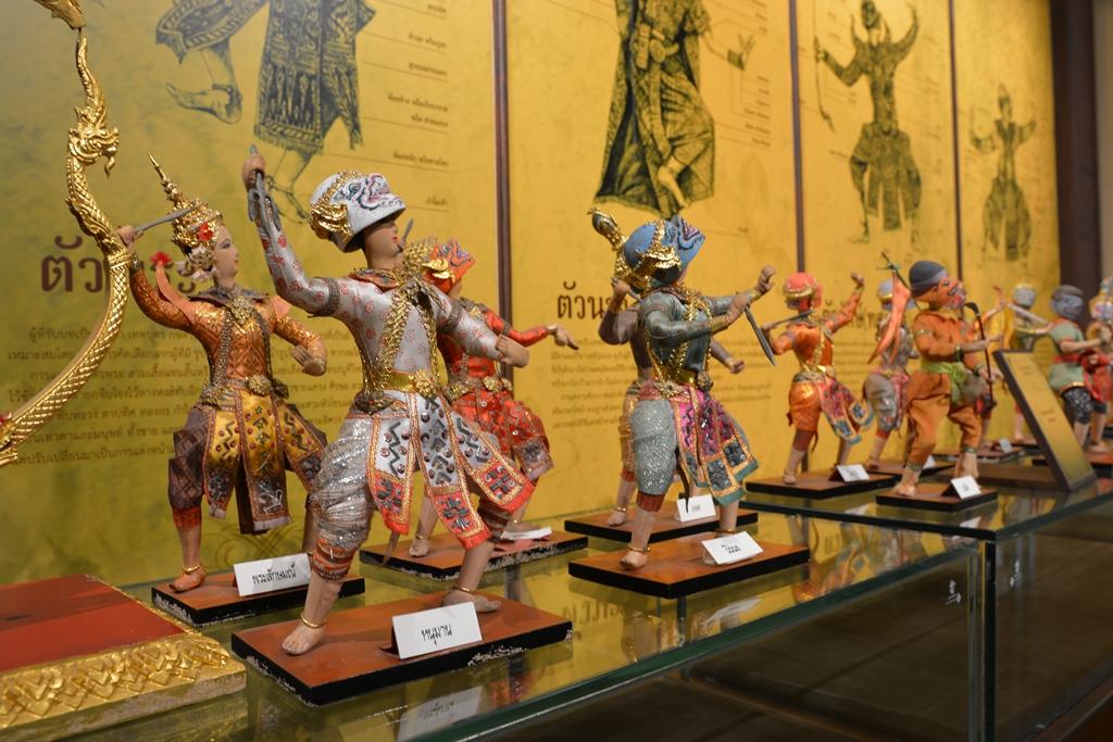 Différents costumes en royaume de Siam dans le musée de Siam à Bangkok.